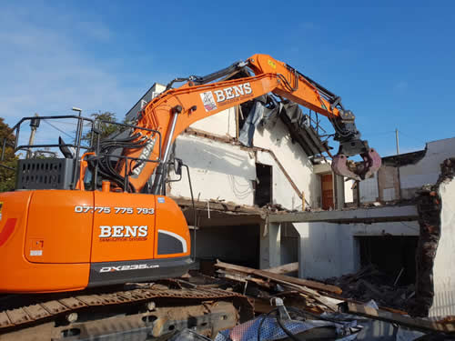 Bens Demolition Division assets/images/projects/optimised/Job3/IMG-20181025-WA0004.jpg Netham Road, Bristol photo