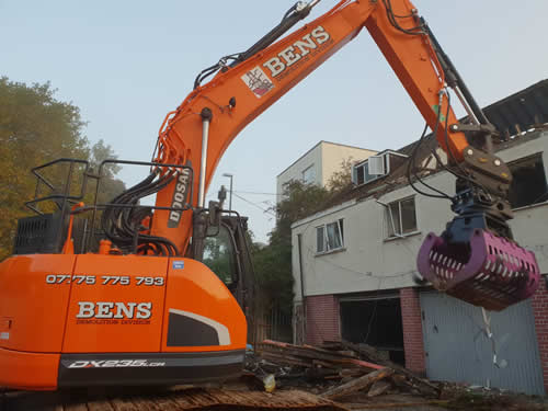 Bens Demolition Division assets/images/projects/optimised/Job3/IMG-20181025-WA0006.jpg Netham Road, Bristol photo